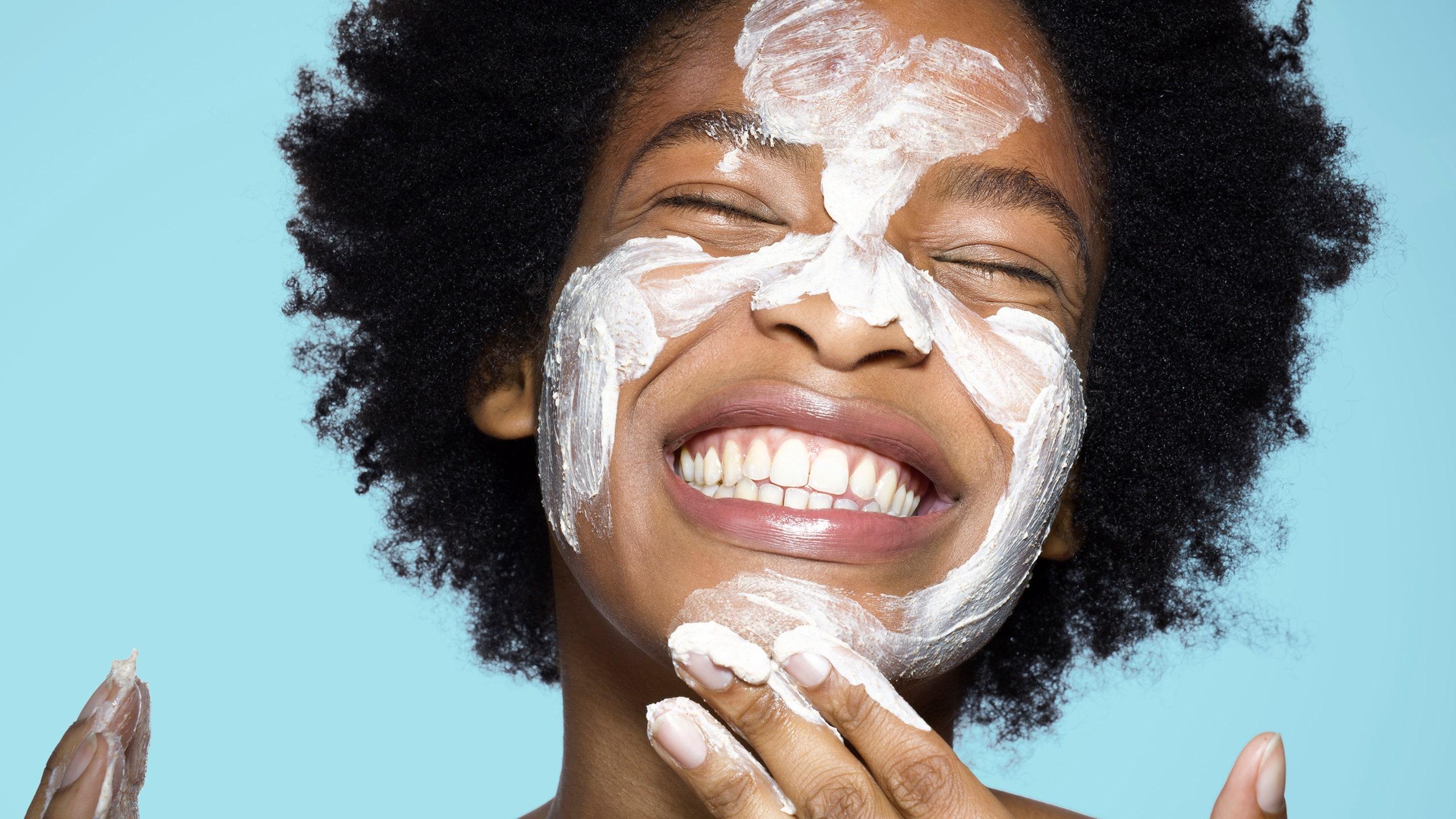 Applying sunscreen to prevent aging skin